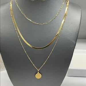 Jewelry - 14k yellow gold chain with circle pendant